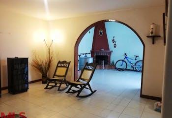 Casa en venta en Loma del Escobero de 3 niveles