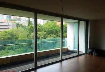 Apartamento en Las Lomas, Poblado - 406mt, tres alcobas, balcón