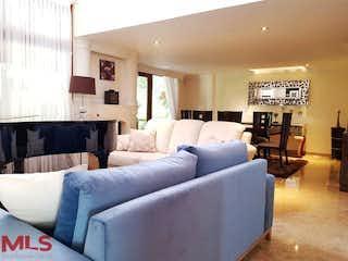 Una sala de estar llena de muebles y una mesa en Ciudadela Mary Mount