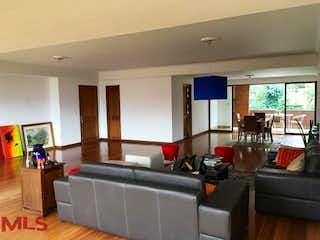 Una sala de estar llena de muebles y una televisión de pantalla plana en Recinto de Piracanta (Los Balsos N° 1)