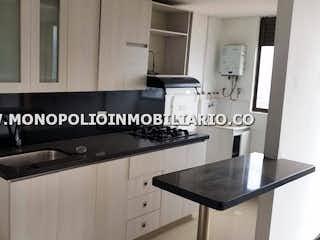 Una foto en blanco y negro de una cocina en ARBOLEDA DEL RODEO 2424