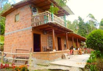 Finca Recreativa en V. El Sango, Guarne con 3 Habitaciones - 108 mt2.