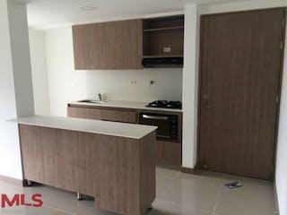 Una cocina con un fregadero y una estufa en Vitta