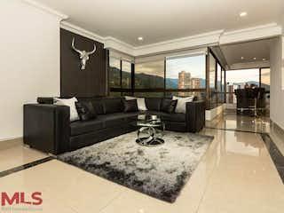 Una sala de estar llena de muebles y una alfombra en Pino Viejo