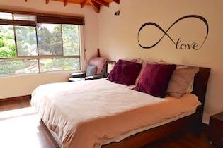 Casa en Loma del Atravezado, Envigado, 3 Habitaciones- 305m2.