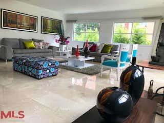 Una sala de estar llena de muebles y una televisión de pantalla plana en Santa Catalina Del Tesoro