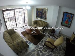 Una sala de estar llena de muebles y una ventana en APARTAMENTO EN VENTA - LAURELES NOGAL COD: 14176