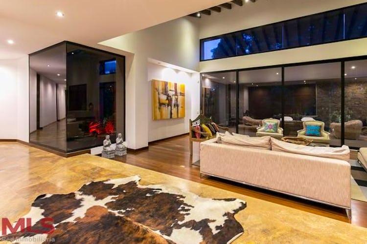 Portada Casa en El Poblado-Las Palmas, con 4 Habitaciones - 550 mt2.