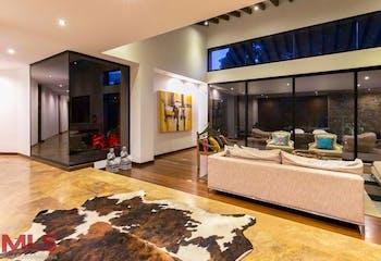 Casa en El Poblado-Las Palmas, con 4 Habitaciones - 550 mt2.