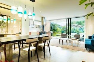 Casa en Loma del Atravezado, en Envigado, 3 Habitaciones- 205m2.