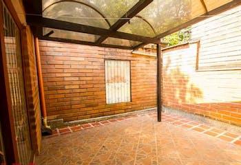 Casa en Loma del Escobero-Envigado, con 4 Habitaciones - 150 mt2.