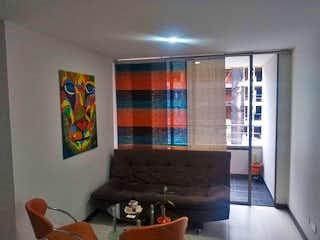 Una sala de estar con un sofá y una mesa de café en Nogales De Calasanz