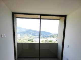 La vista de la vista desde la ventana de la casa en Cactus