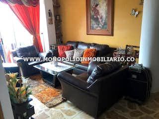 Una sala de estar llena de muebles y una ventana en PORTAL DEL PARQUE
