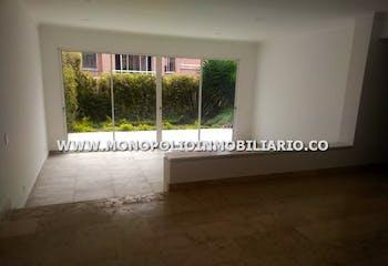 Casa en venta en Los Balsos, 320mt de tres niveles.