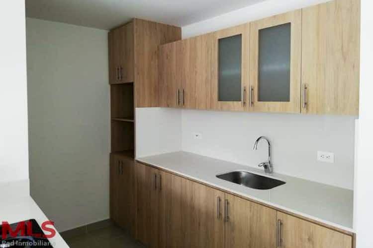 Portada Apartamento en El Esmeraldal, Envigado - 112mt, tres alcobas, balcón