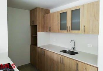 Apartamento en El Esmeraldal, Envigado - 112mt, tres alcobas, balcón