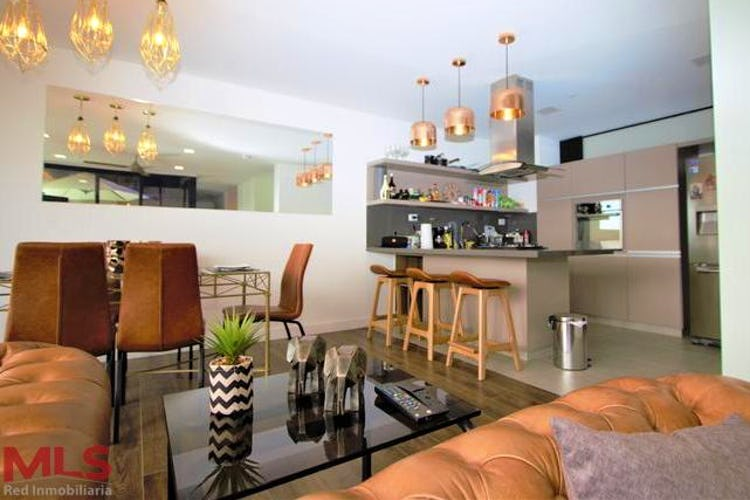 Portada Apartamento en Castropol, Poblado - 123mt, tres alcobas, balcón
