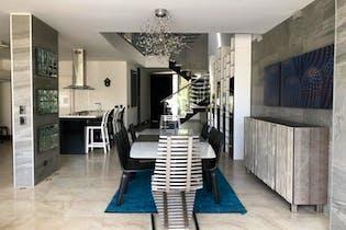 Casa de 280m2 en Envigado, Sector Transv. Intermedia - con tres habitaciones