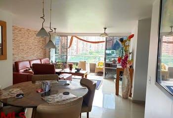 Apartamento en Los Balsos, Poblado - 116mt, tres alcobas, balcón