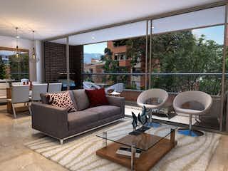 Una sala de estar llena de muebles y una gran ventana en Camino de Santa Teresa