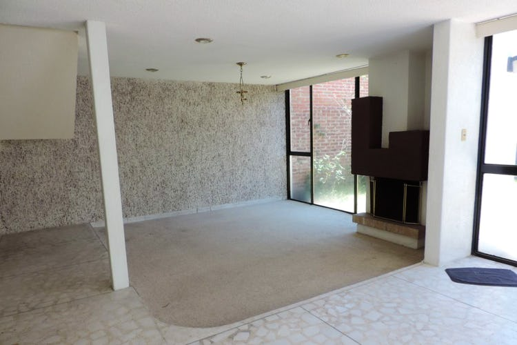 Portada Casa con uso de suelo en venta en San Clemente Sur  235 m²con jardín