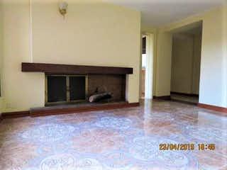 Una sala de estar llena de muebles y una chimenea en Greco I