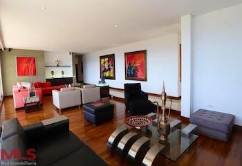 Apartamento en Los Balsos, Poblado - 379mt, tres alcobas, balcón