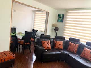 Una sala de estar llena de muebles y una ventana en Bosque de San José