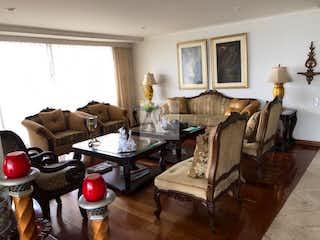 Una sala de estar llena de muebles y una chimenea en ALTOS DE SAN MICHEL