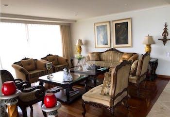 Apartamento en Los Balsos, Poblado - 270mt, cuatro alcobas, balcón