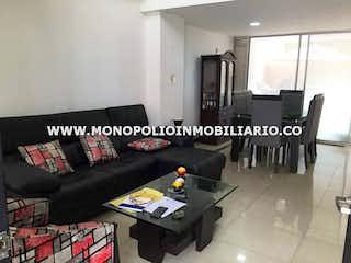 Una foto en blanco y negro de una sala de estar en TIERRA FRESCA 9