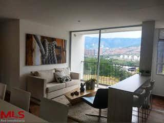 Una sala de estar llena de muebles y una ventana en Oporto Ciudadela