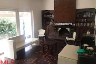 Casa en Castropol, Poblado - 472mt, cinco alcobas, terraza