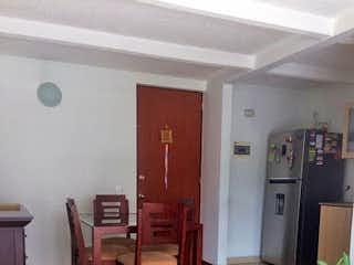 Una sala de estar llena de muebles y un suelo de madera en Apartamento en Suramerica, Itagui - Tres alcobas
