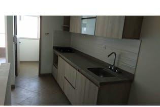 Apartamento en La Ceja, Antioquia - 86mt, tres alcobas, balcón