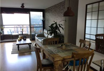 Apartamento en Los Gonzalez, Poblado - 77mt, tres alcobas, balcón