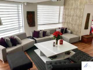 Una sala de estar llena de muebles y una ventana en Apartamento en Niza-Los Lagartos, con 4 Habitaciones - 300 mt2.