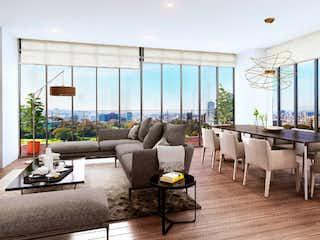 Una sala de estar llena de muebles y una gran ventana en Taira