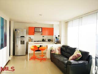 Una sala de estar llena de muebles y una chimenea en Panoramika Country