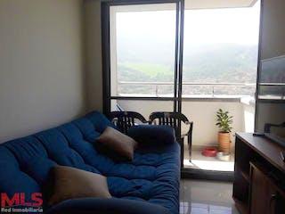 Una sala de estar llena de muebles y una ventana en Ceiba del Norte