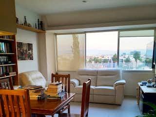 Una sala de estar llena de muebles y una mesa en Departamento nen venta en Narvarte Poniente con balcón