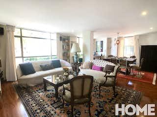 Una sala de estar llena de muebles y una televisión de pantalla plana en Viamonte