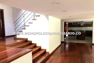 Casa en Las Lomas,Poblado - 380mt, tres alcobas, jacuzzi, terraza