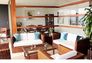 Apartamento en Las Palmas, Poblado - 232mt, tres alcobas, balcón