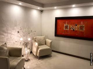 Una sala de estar llena de muebles y una televisión de pantalla plana en Venta Casa Suramerica Itagui