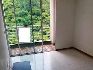 Una habitación que tiene una silla y una mesa en ella en mirador de la pilarica 1