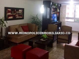 Una sala de estar llena de muebles y una chimenea en LA ARBOLEDA 1  416