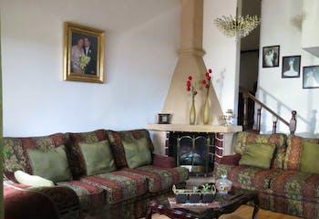 Casa en venta en Valle Dorado de 270mts, dos niveles