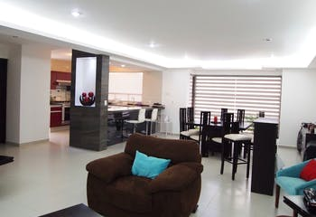 Casa en venta en Las Alamedas, 277mt de tres niveles.